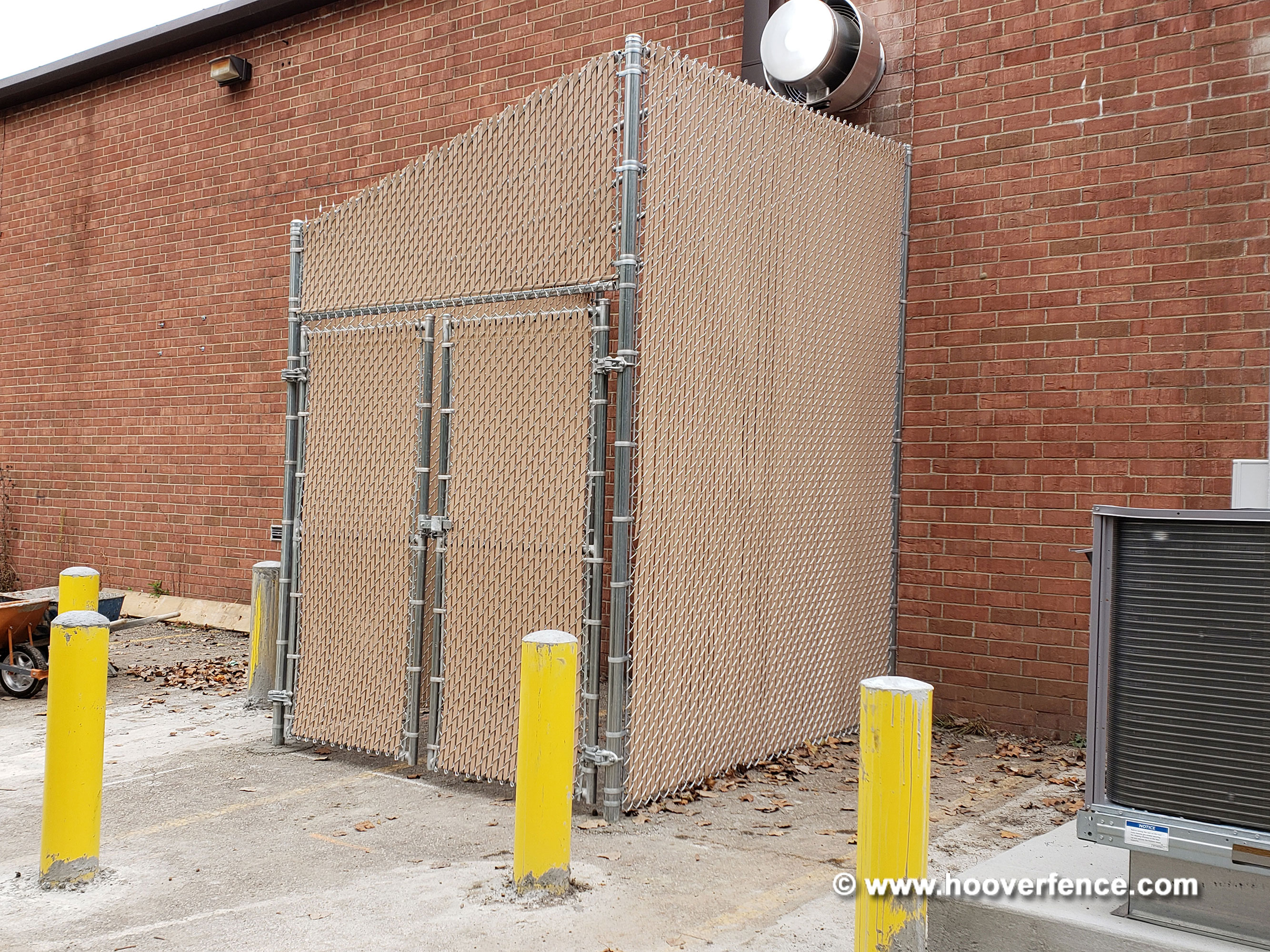 Outdoor Chain Link Fence Security Cage w/ Double Gate and Lock-Top PVC Slats
